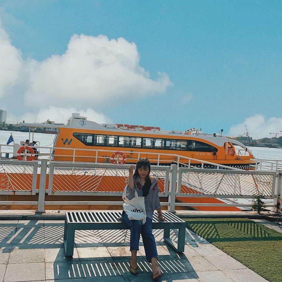 """""""Xe buýt trên sông"""" ở bến Bạch Đằng, Sài Gòn"""