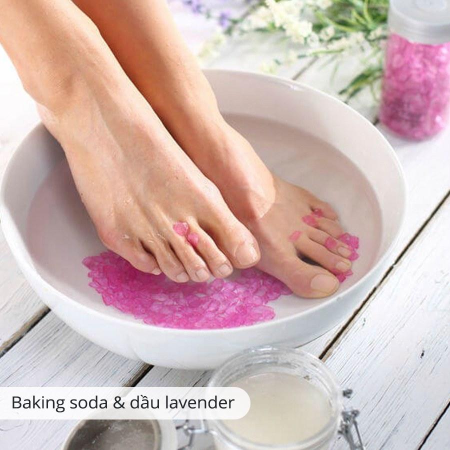 Ngâm chân với muối biển, baking soda