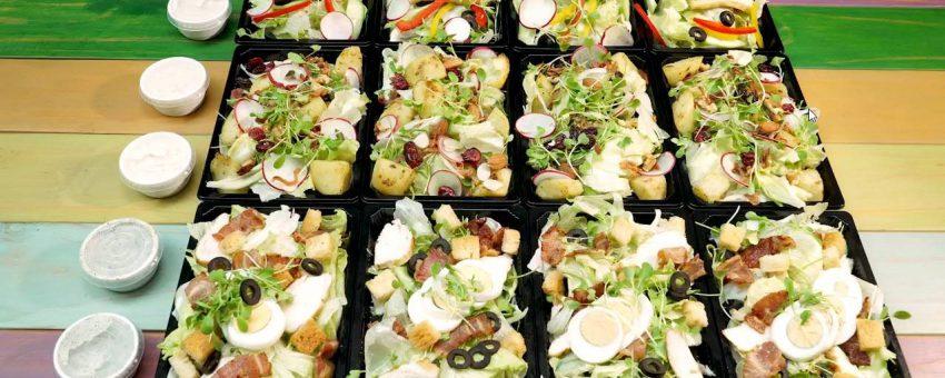 Tại Cafeteria (trong Jjim jil Bang) đã có món Salad tốt giải nhiệt mùa hè.